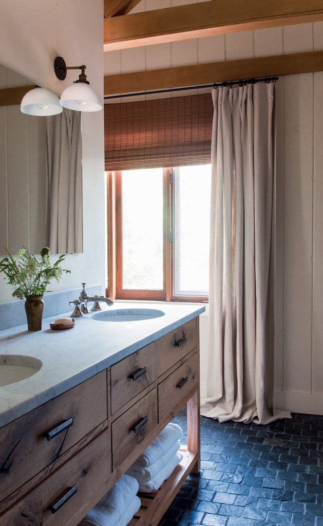 A simple textural bathroom in a mountain home feels quiet and relaxing.
