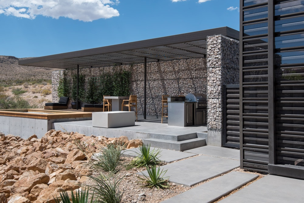 Modern House in Las Vegas Nevada with pation Modern Architecture - xeriscaping succulent dessert home