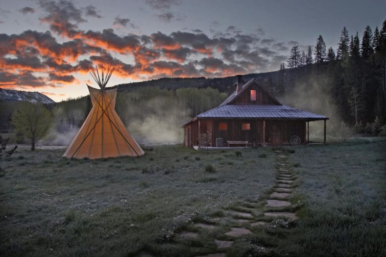 bath-house-digital-detox-retreat-getaway-colorado