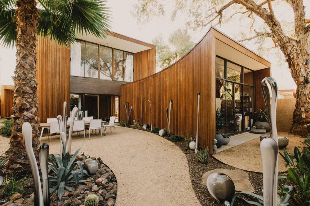 Midcentury Modern Home - Courtyard Landscpaing